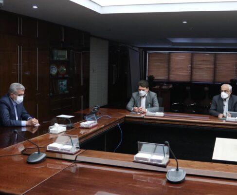 ادامه رایزنی ها برای تامین آب شرب کرمان و شهرهای استان در نشست با وزیر نیرو